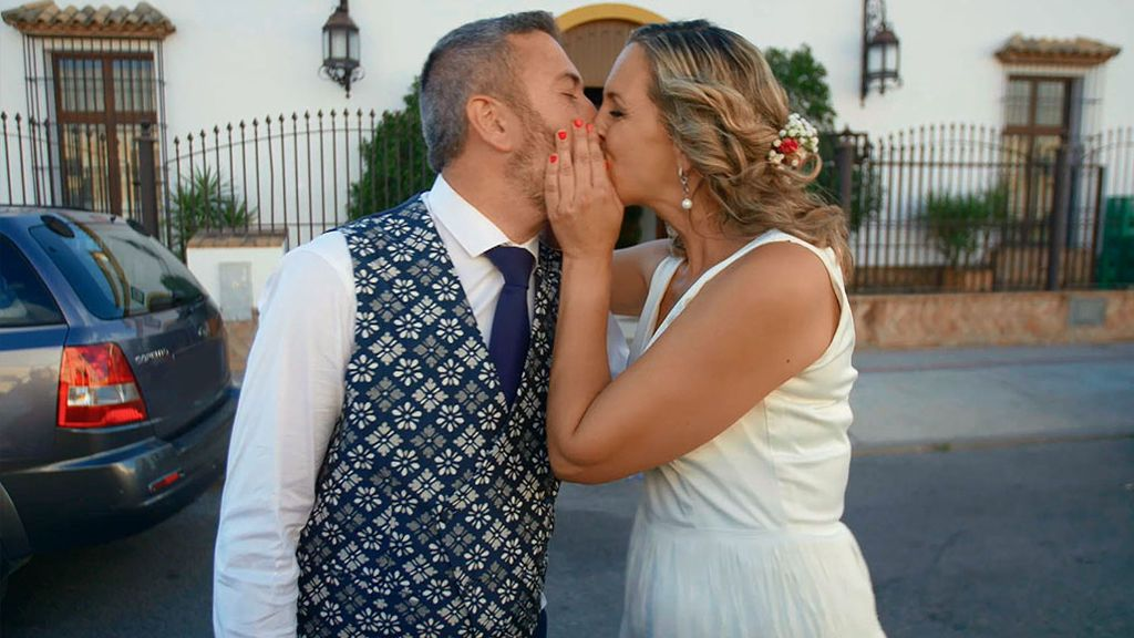 El momento tarta es uno de los más esperados de una boda y el de la boda de  Dámaris ha venido con sorpresa 682f259af8b5