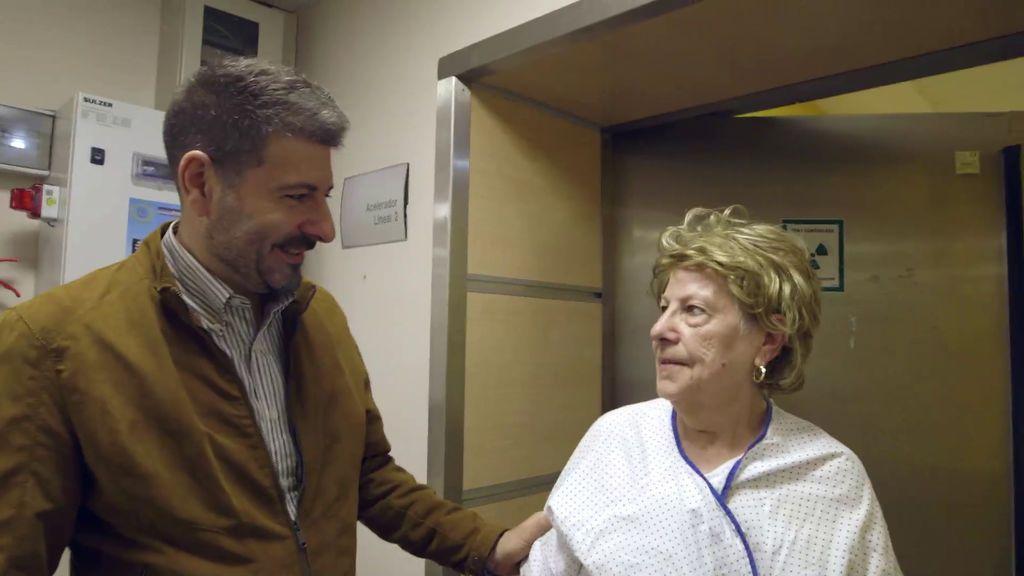 Juan Antonio y su madre, en 'Héroes, más allá del deber'.