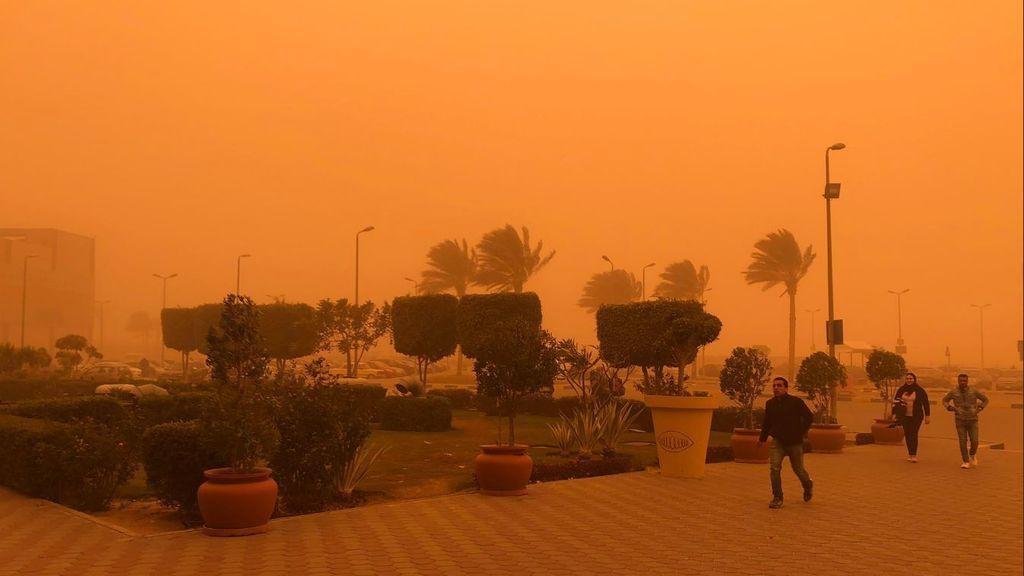 Una tormenta de arena se cobra cinco vidas en Egipto y paraliza varias ciudades