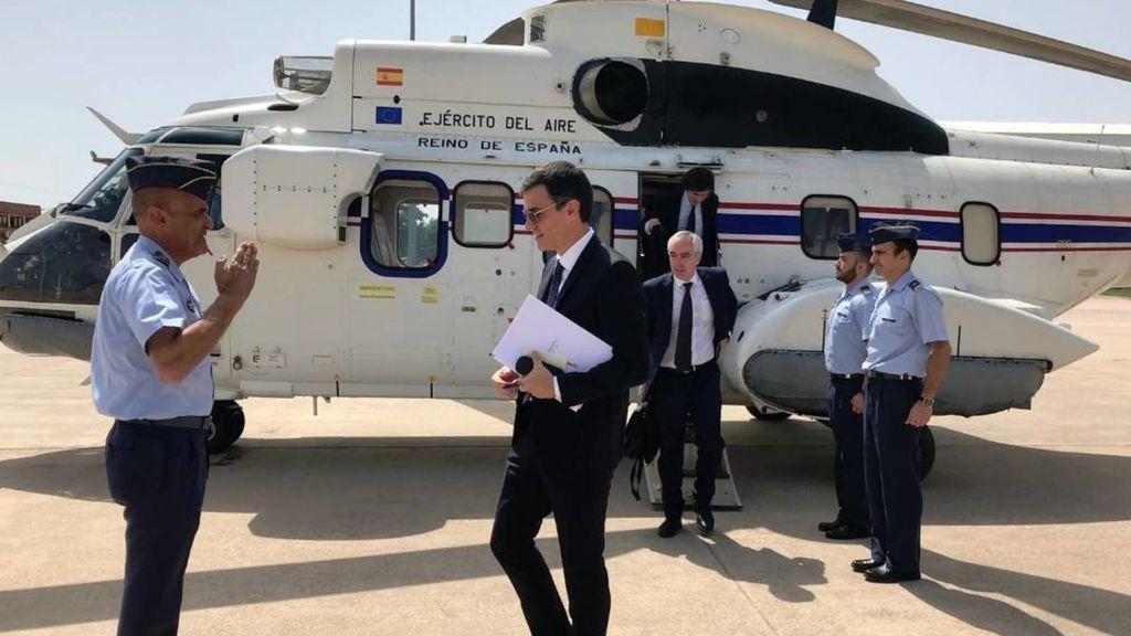 Pedro Sánchez haciendo uso del helicóptero oficial.
