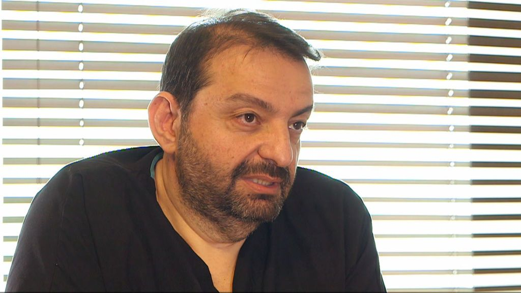 """Doctor Tayfun, cirujano en Turquía: """"En una mala operación de injerto de pelo, las personas pueden pagar con sus vidas"""""""