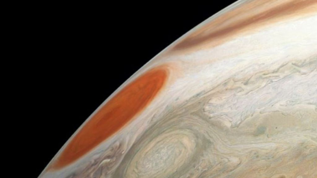 Dos tormentas masivas en el último sobrevuelo de Júpiter por la nave Juno