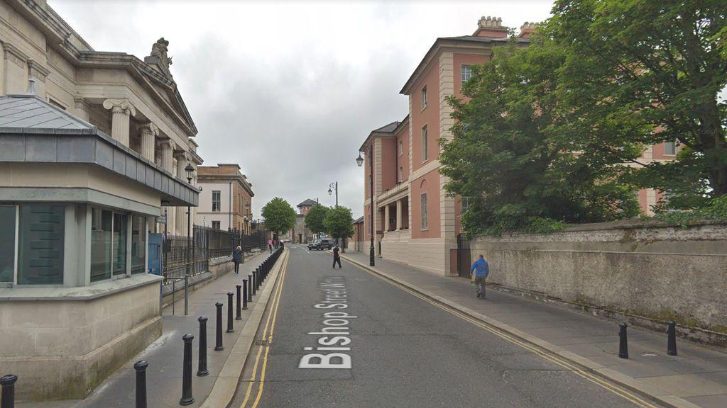 La Policía norirlandesa informa de un posible coche bomba en Londonderry