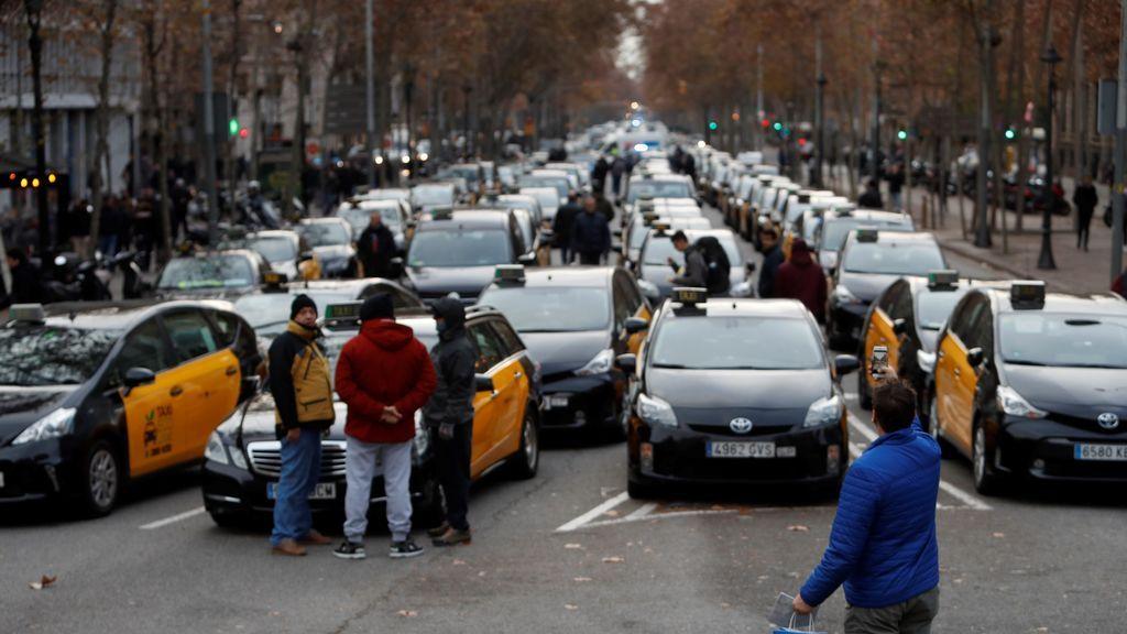 """Los taxistas de Barcelona anuncian que la tensión de su huelga """"irá en aumento"""""""