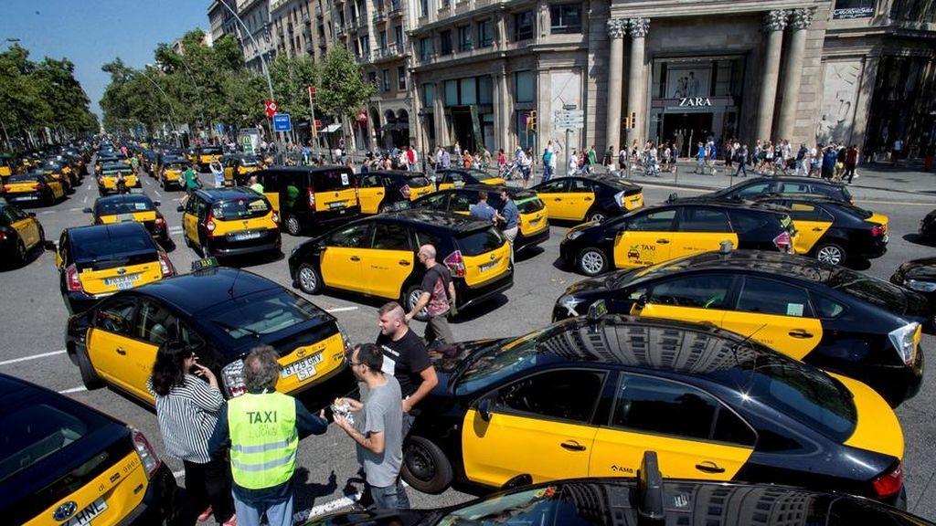 Los taxistas de Barcelona deciden continuar con la huelga