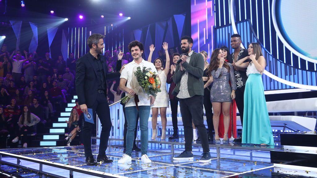 Roberto Leal, Miki, Adriá Salas y el resto de concursantes de 'Operación triunfo 2018', en la gala especial de Eurovisión.