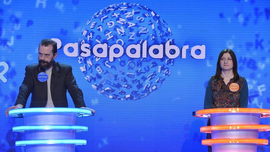 José Manuel Lúcia y Lilit Manukyan, en 'Academia de pasapalabra'.