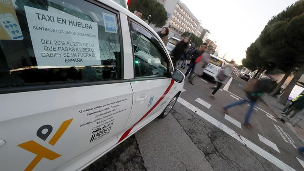 La Comunidad de Madrid propone a los taxistas que los vehículos VTC necesiten también de una licencia