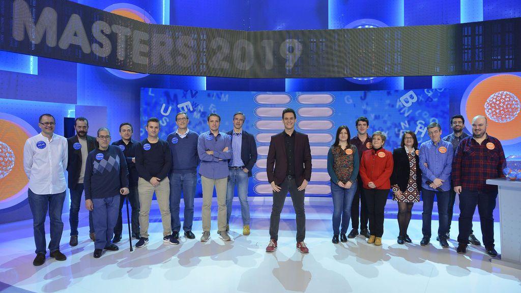 Concursantes y presentador de 'Academia de pasapalabra'.