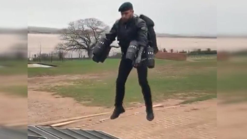 Soldados con la mochila de Iron Man