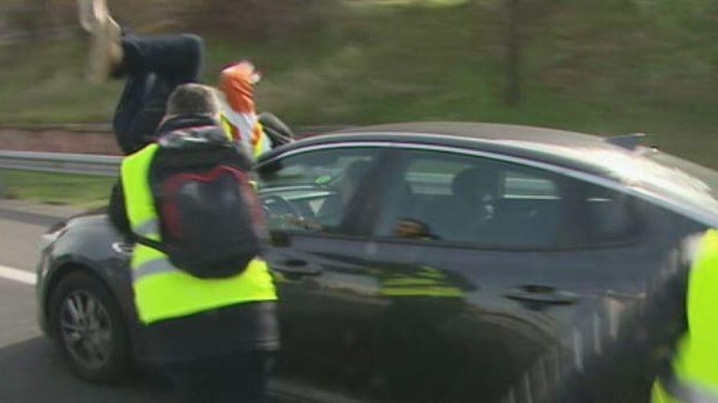 Un VTC atropella a un taxista durante la protesta