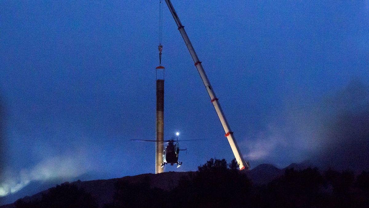 Los efectivos del rescate de Julen vuelven a bajar el tubo para el encamisado del túnel vertical