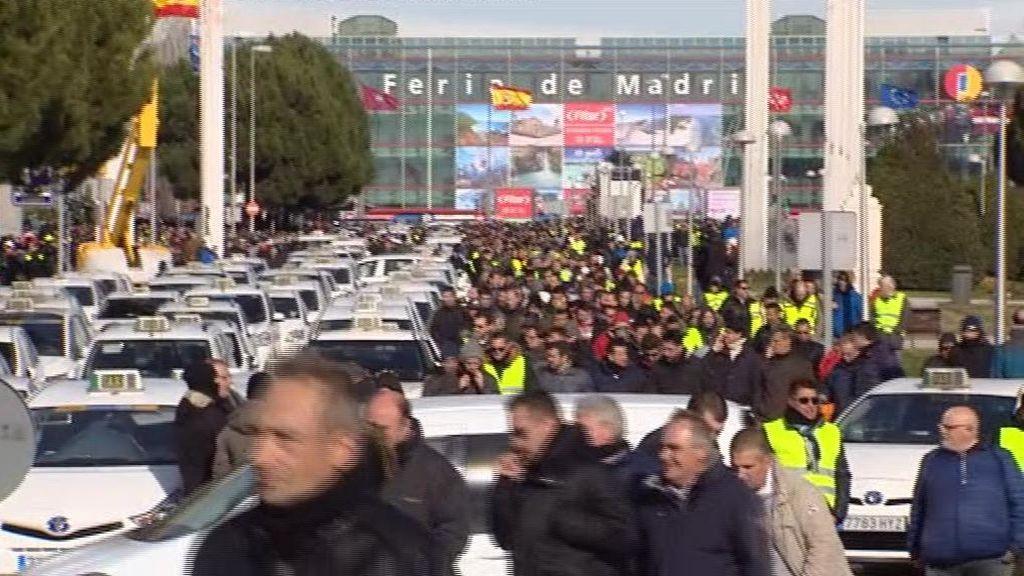 Los taxistas bloquean Ifema