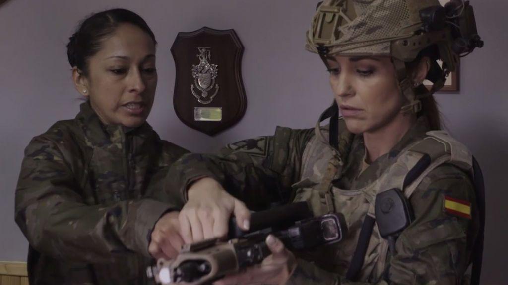 """Paula Echevarría, contra el estereotipo de mujer militar marimacho: """"No me creo que seguimos con eso"""""""