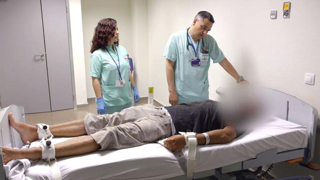 """El ataque de un paciente psicótico a los héroes enfermeros: """"¡Intentáis matarme!"""""""
