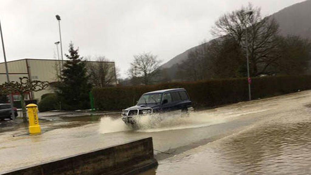 Desalojan un colegio con 300 alumnos en Navarra por el desbordamiento del río Ultzama