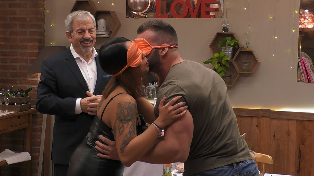 Fermín y Yuri cenan 'a ciegas' en 'First dates'.