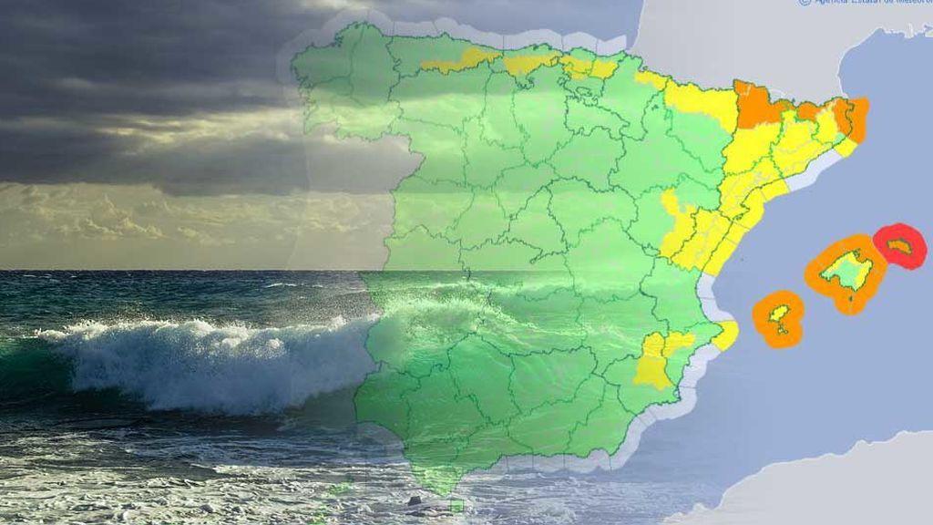 Cuidado con el mar: hay aviso rojo en Menorca por el intenso oleaje que golpea la isla