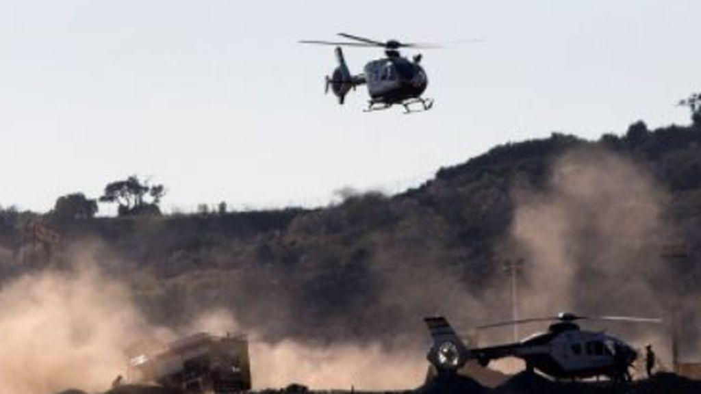 Tres helicópteros ya están en la zona del pozo para relevar al equipo de rescate