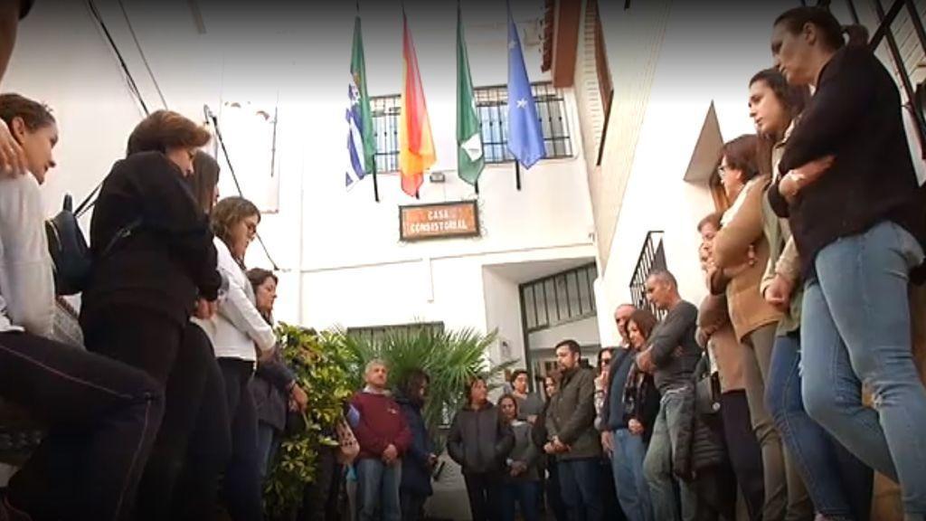 Minuto de silencio en Totalán y en la barriada de El Palo por la pérdida de Julen