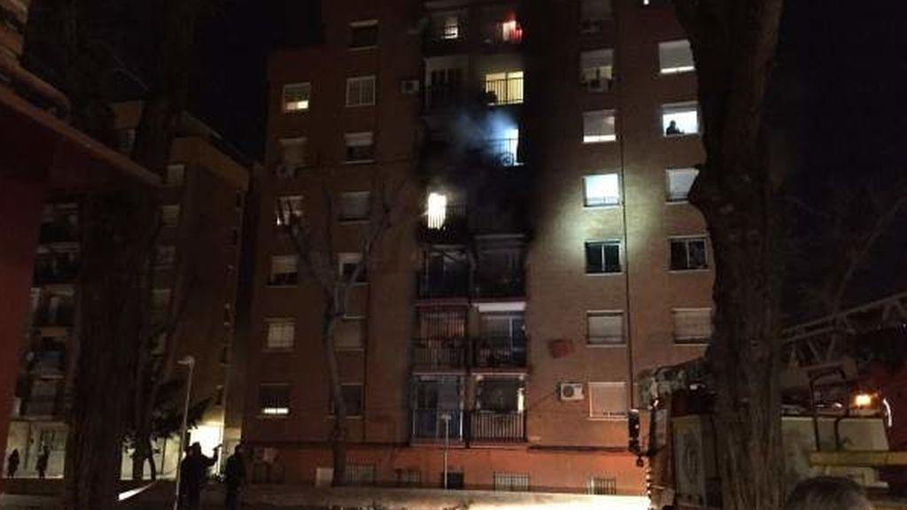 El incendio en un hogar de Madrid deja un muerto y tres heridos graves