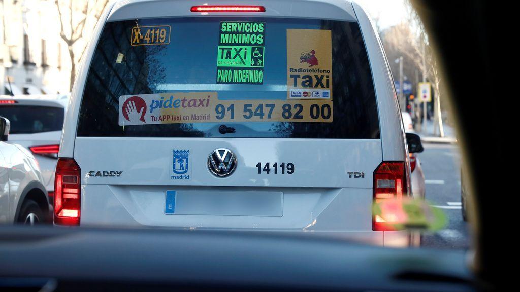 Cortes en la Castellana en el séptimo día de huelga del taxi