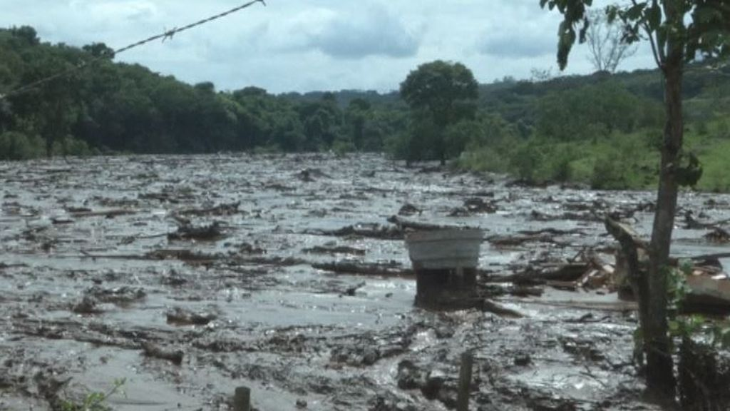 Brasil busca a centenares de desaparecidos mientras otra presa amenaza con reventar