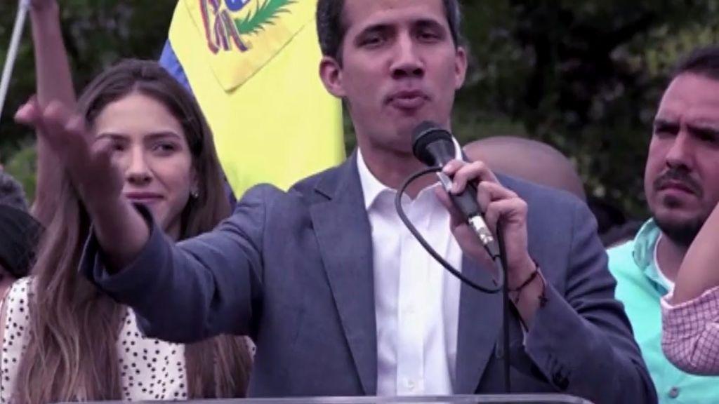 En las calles de Venezuela ensayan la democracia de Juan Guaidó