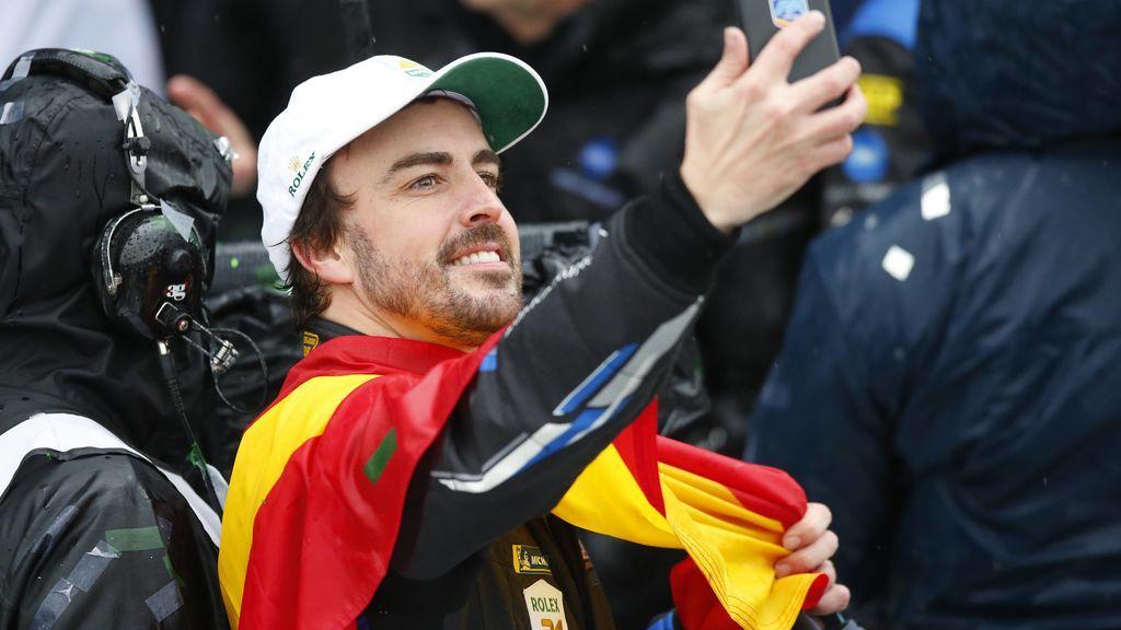 La euforia de Fernando Alonso tras hacer historia al ganar 'Las 24 Horas de Daytona'