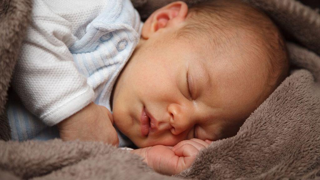 De 16 horas a como máximo ocho, ha medida que crecemos dormimos menos