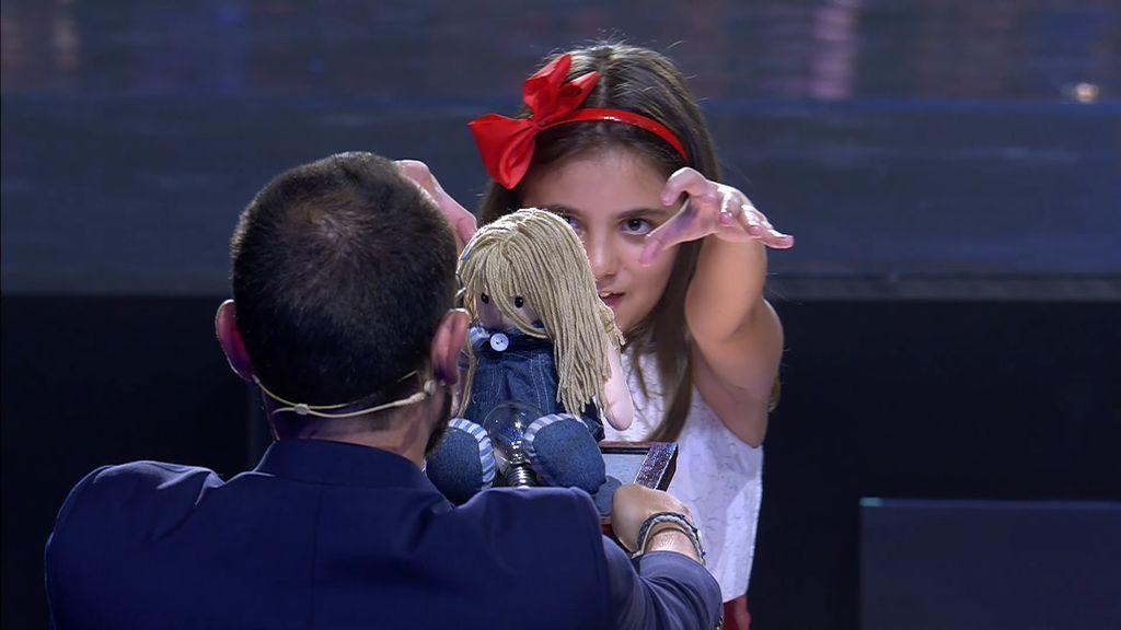 """Pelos de punta con Estela y el espíritu de Raimundita, que ponen firme a Risto: """"¡Quítese las gafas!"""""""