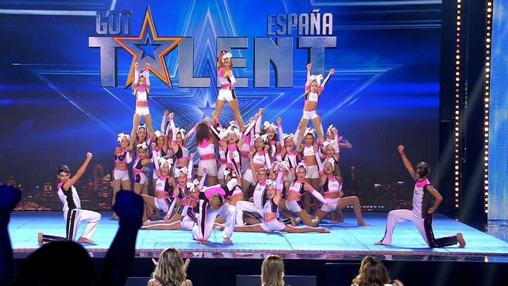 Subidón de adrenalina con las piruetas del grupo 'Cheerleaders'