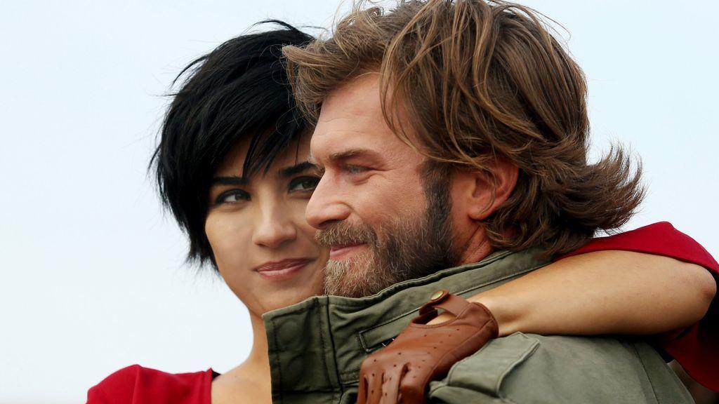 Sühan (Tuba Büyüküstün) y Cesur (Kivanç Tatlitug), protagonistas de 'Sühan: Venganza y amor'.