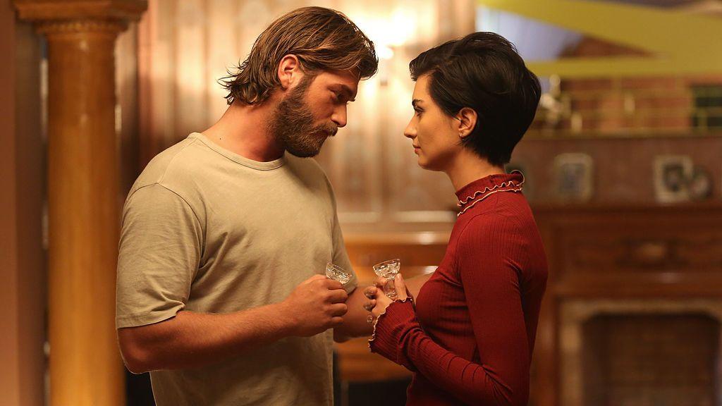 Cesur (Kivanç Tatlitug) y Sühan (Tuba Büyüküstün), protagonistas de 'Sühan: Venganza y amor'.