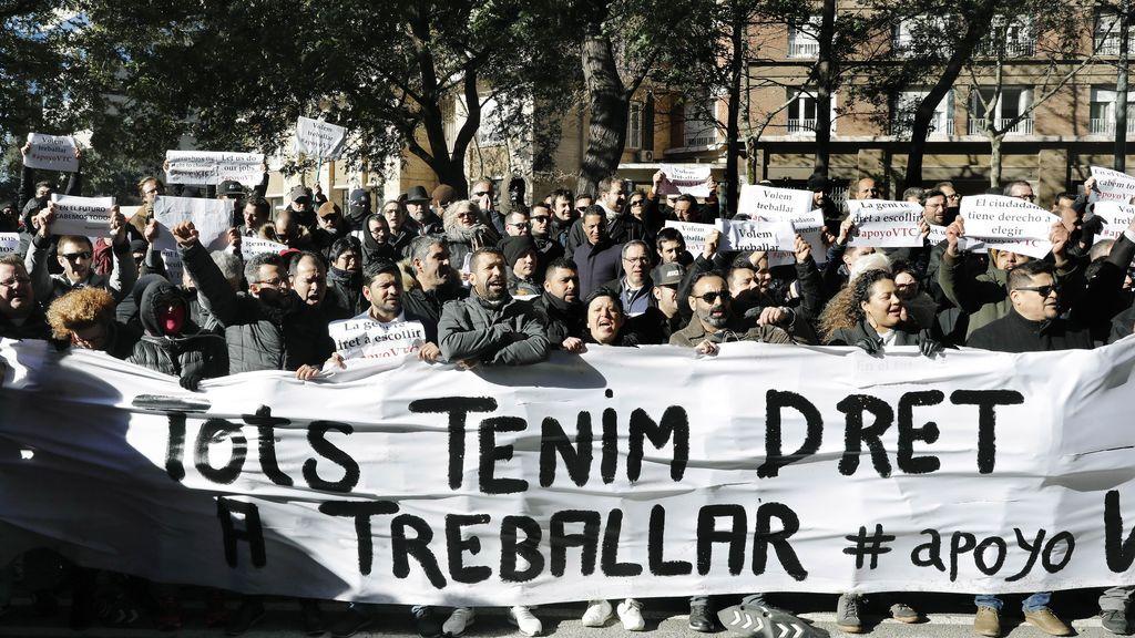 El Govern aprueba el decreto que regula los VTC:  Tiempo mínimo de precontratación y prohibición de la geolocalización