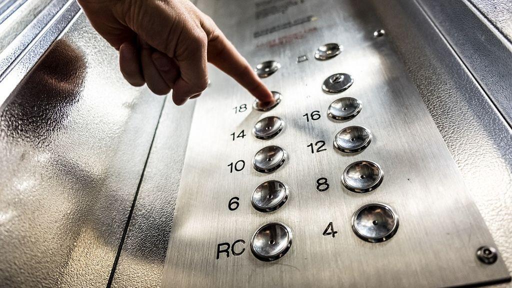 Rescatan a una mujer en Nueva York que estuvo atrapada tres días en un ascensor