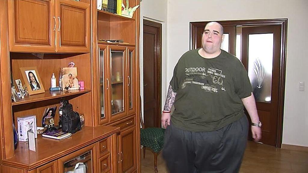 Teo, el joven con obesidad, se prepara para una operación tras perder más de 100 kilos