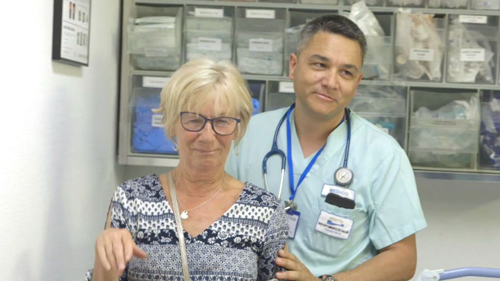 El grandioso vídeo de dos mujeres británicas y borrachas en las urgencias de Torrevieja
