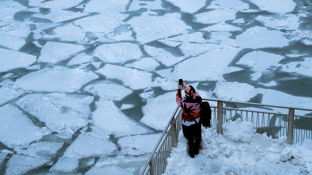 Así esta Chicago, a vista de dron, ante la mayor ola de frío de la historia en EEUU