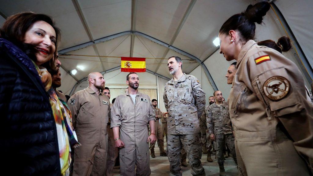 El rey visita por sorpresa a las tropas en Irak