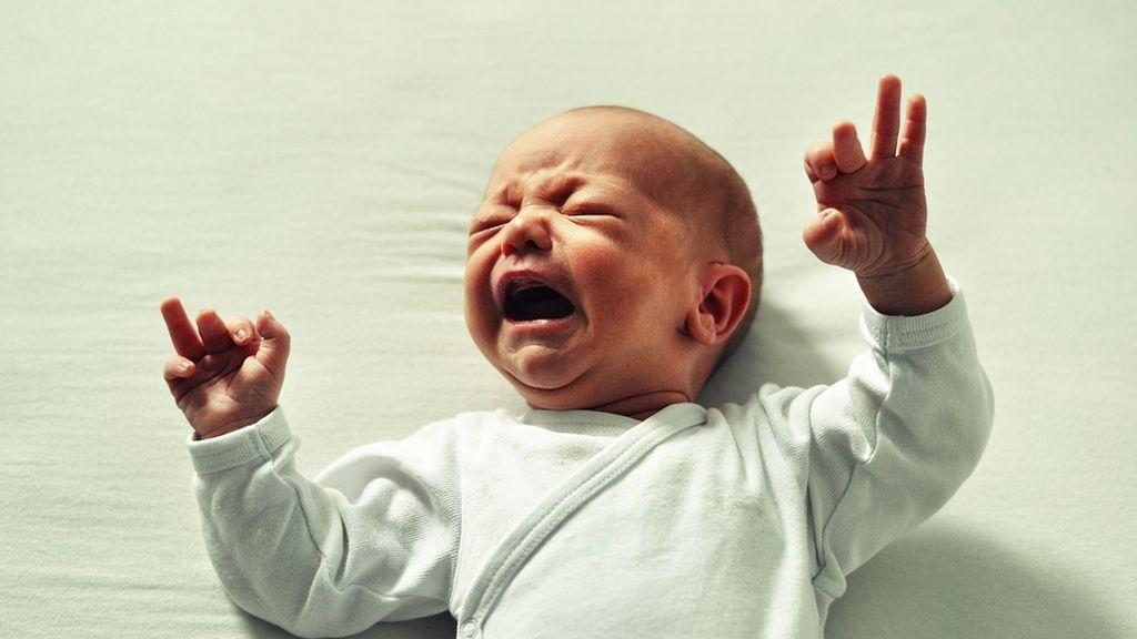 Un vecino recrimina a otro el llanto de su bebé y este le responde en Twitter