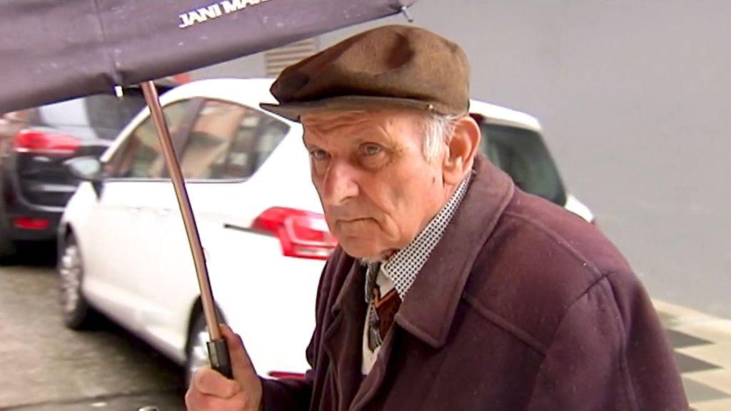 """El anciano aficionado a rayar coches que tiene hartos a sus vecinos: """"Estoy mal de la cabeza"""""""