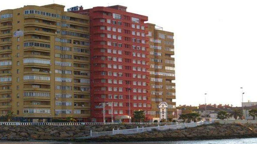 Arrojan a un hombre desde la planta 13º de un edificio en Cádiz