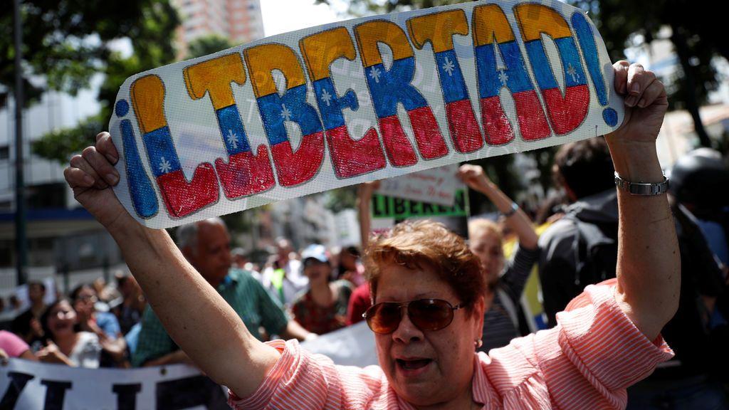 La calle vuelve a Guaidó