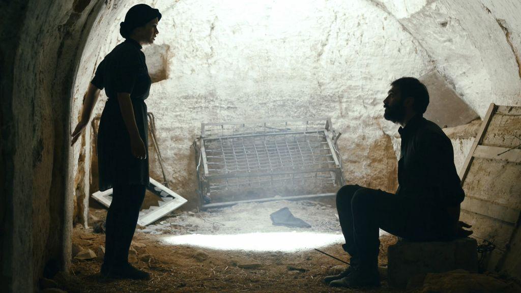 Samir chantajea a Montse para que le ayude a escapar y ella se deja llevar por el instinto