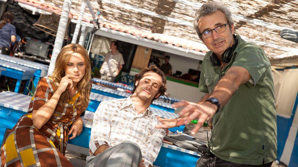 Aura Garrido, Oriol Pla y Mariano Barroso, durante el rodaje de 'El día de mañana'.