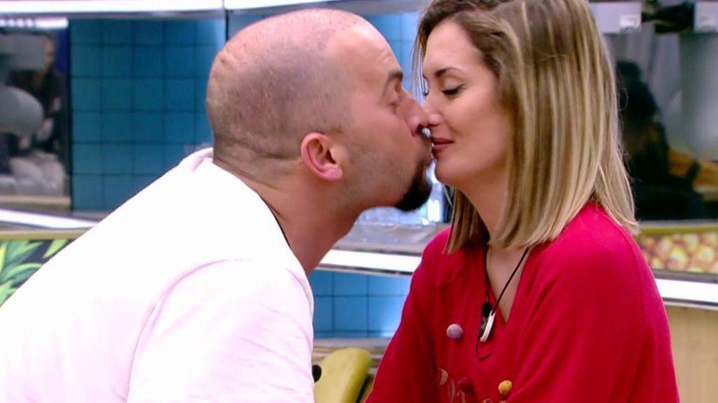 Candela y Antonio se reconcilian con pasión bajo el edredón incluida