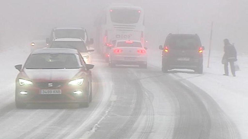 40 tramos de carretera cortados por la nieve