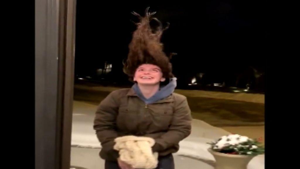 Su pelo se congela para enseñar las consecuencias de la ola de frío en Estados Unidos