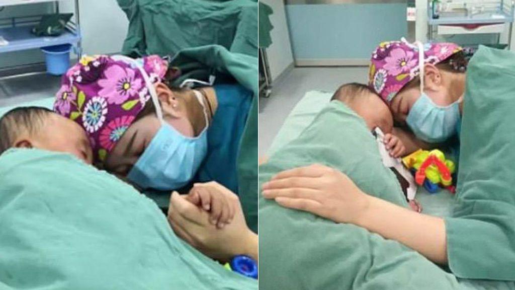 Una enfermera tranquiliza a un niño de 2 años antes de entrar a quirófano